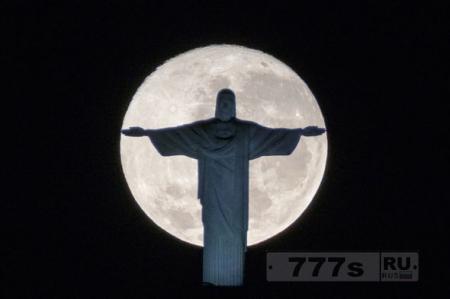 Самое большое суперлуние за 70 лет, приведет ко «второму пришествию Христа»