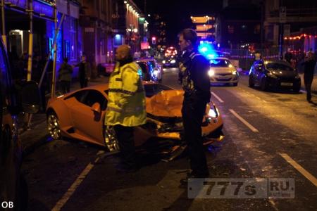 Шикарная Ламборгини стоимостью £ 200 000 была разбита поздно вечером в центре города