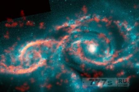 Столкновение двух далеких галактик вызвало цунами звезд, и образовался гигантский «глаз в небе»