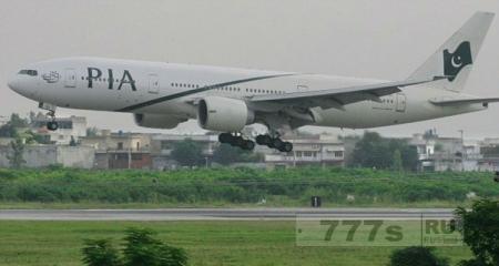 Самолет вынужден был сесть в аэропорту Манчестера, так как пассажиры заблокировали все туалеты