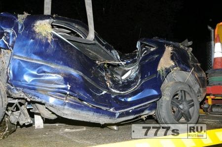 Машина не подлежит восстановлению, а водитель и пассажир выжили