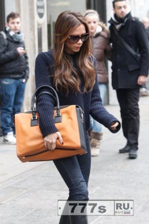 Почему Виктория Бекхэм не носит сумки за ручки?