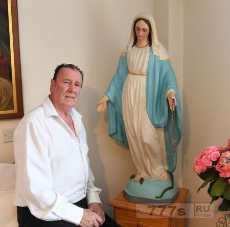 Статуя Девы Марии, которая «движется, меняет цвет и излечивает болезни» в поисках нового дома