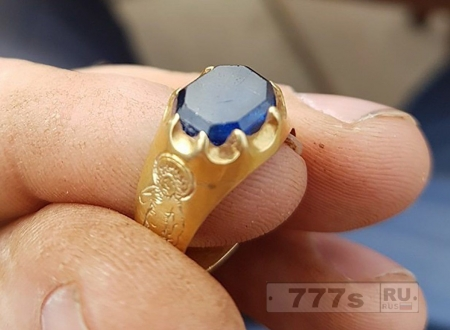 Охотник за сокровищами нашел средневековое кольцо в Шервудском лесу где обитал Робин Гуд