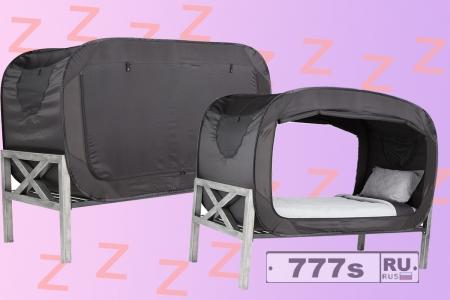 Придумана палатка над кроватью, как домик из детства, о котором вы мечтали