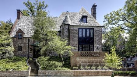 Где же будет жить лауреат Нобелевской премии Мира Барак Обама когда выйдет в отставку.