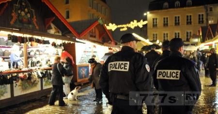 Рождественский рынок был эвакуирован после того, как газовый баллон был найден в автомобиле.