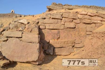 Археологи открыли «могилу забытого фараона» в 4200-летней стене в Египте.