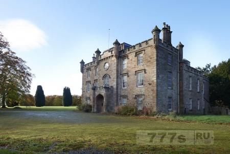Замок по дешевке продается в Великобритании.