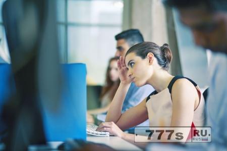 Стресс от работы у женщин выше