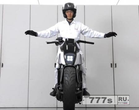 Супер умный мотоцикл от Хонды.