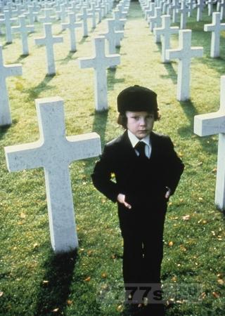 Бывшему ребенку-звезде из фильма «Омен», который сбил двух велосипедистов, грозит тюрьма - в пятницу 13.