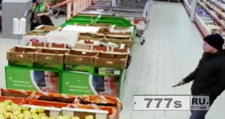 16-летний фанат Игр престолов напал с ножом на сотрудников супермаркета.