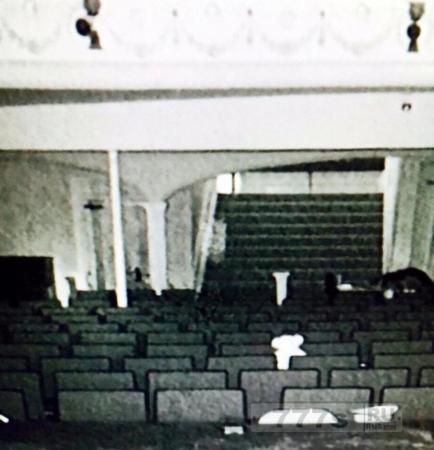 На жутких фото запечатлен призрак певицы, которая умерла в викторианском театре в 1904 году.