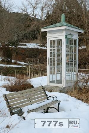 Телефонная будка в Японии, где можно поговорить с близкими, которые умерли.