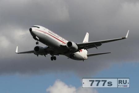 Никогда не задумывались, почему крылья на самолете загнуты на концах?