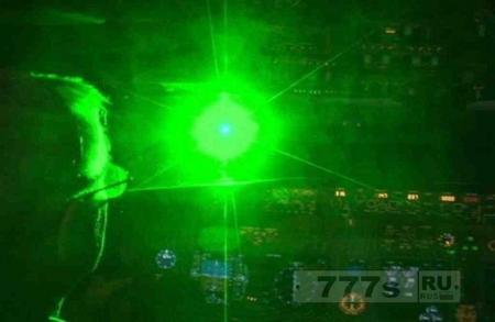 В Британии законы против лазеров, наводимых на самолеты собирается сделать жестче.