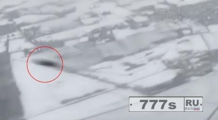 Загадочный НЛО принудил пассажирский самолет изменить курс.