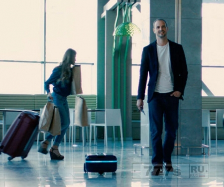 Самоходный чемодан робот будет следовать за вами как собачка.