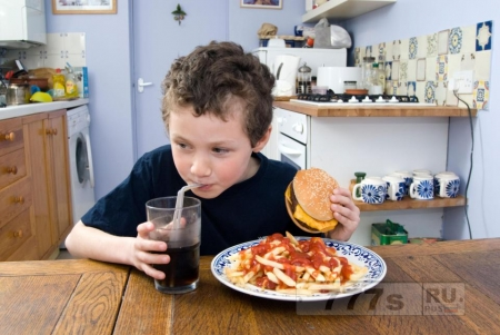 Семь из десяти матерей считают, что у их детей нездоровые пищевые привычки.