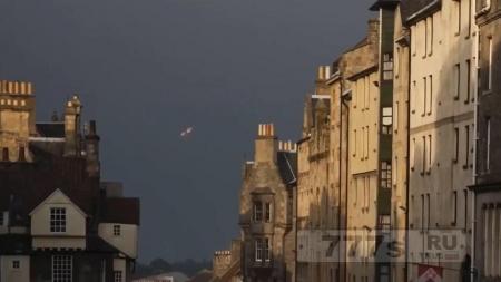 Странные НЛО постоянно висят над Нормандией и французским побережьем.