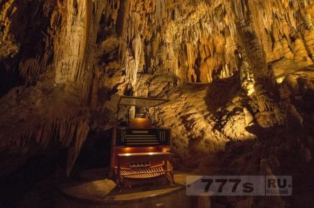 Вы никогда не догадаетесь, что внутри этой пещеры в Вирджинии, США.