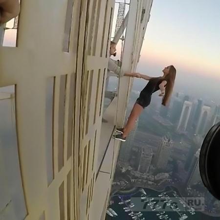 Российская модель рискует своей жизнью для фотографий на небоскребе без страховки.