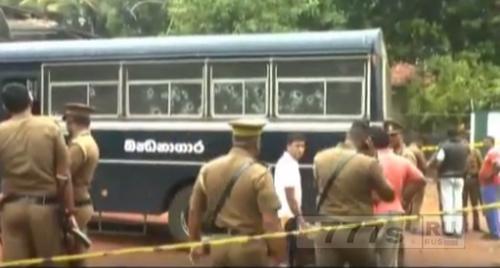 Боевики обстреляли тюремный автобус в Коломбо. Есть жертвы.