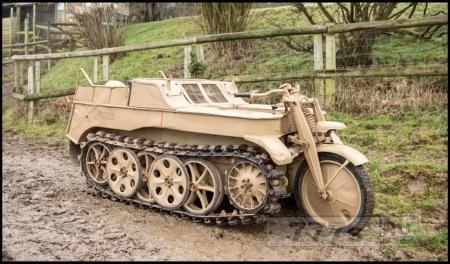 Странный гибридный мотоцикл-танк Второй Мировой войны уйдёт с молотка за £80,000.
