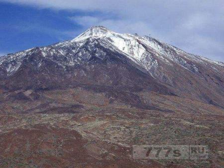 70 туристов застряли на канатной дороге на высоте 75 метров ведущей на вулкан Тенерифе.