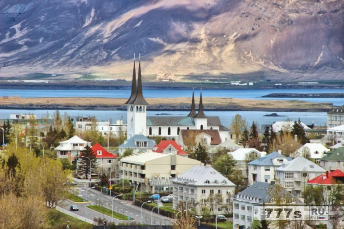 Исландия в ближайшее время может ввести налог с уристов, потому что эта страна стала слишком популярна.