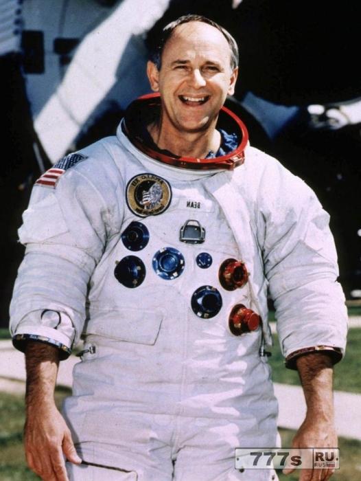Астронавт Алан Бин объяснил, почему он знает, что инопланетяне никогда не посещали Землю, но, что они существуют.