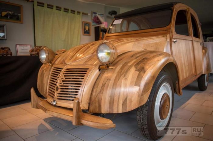 Уникальный автомобиль, построенный почти целиком из дерева... и он готов отправиться в путь!