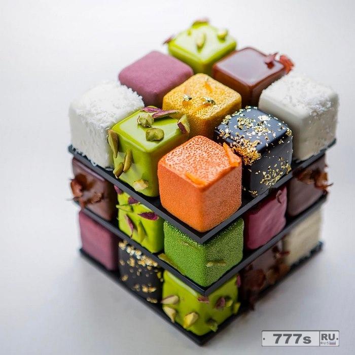 Кондитер делает отличные торты в стиле кубика Рубика.