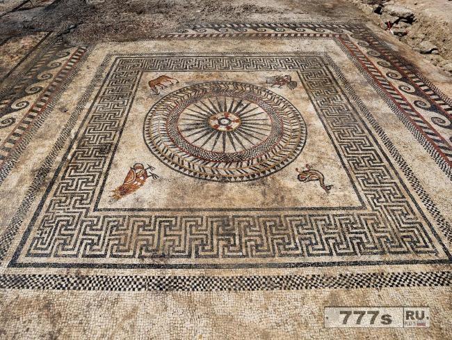 Затерянный древний римский город, датируемый 2000 лет назад обнаружен под стройкой.