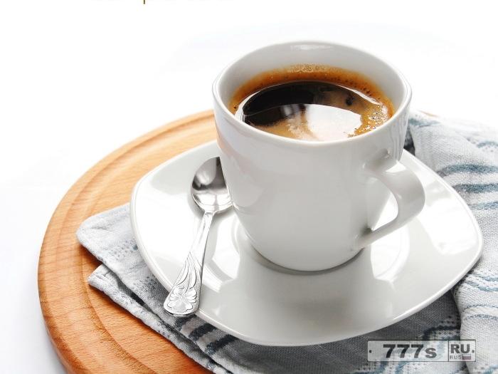 По всей видимости, в кофе следует добавлять соль – а не сахар.