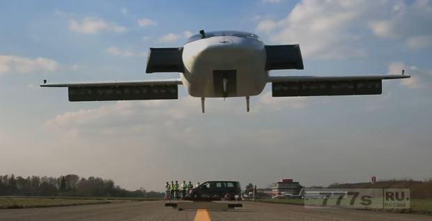 Немецкая фирма Лилиум празднует первый полет своей летающей машины.
