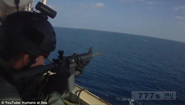 Кадры смертельной перестрелки между американскими наемниками и Сомалийскими пиратами.