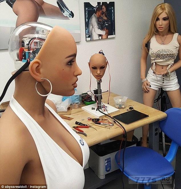 Знакомьтесь секс-боты: Соперники в гонке за 30 млрд долларов за создание секс куклы с искусственным интеллектом, которая может общаться и «никогда не говорит нет».