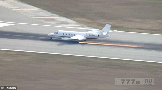 Пилот показал нервы из стали, когда совершил аварийную посадку, потеряв колесо шасси.