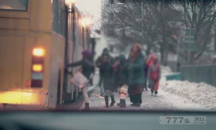 Шведские девочки мусульманки могут пользоваться только задней дверью школьного автобуса, а мальчики садятся через первую дверь.