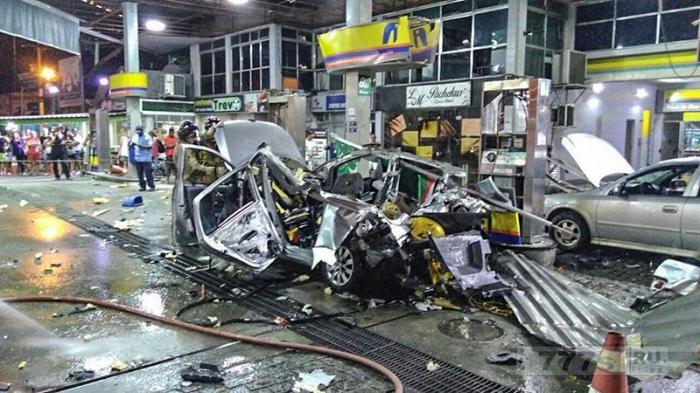 В Бразилии Машина взорвалась на АЗС во время заправки.