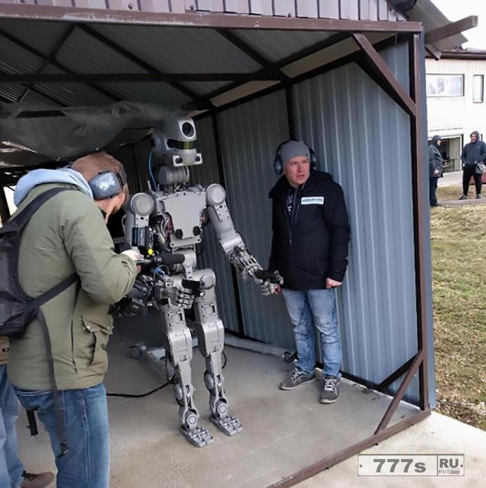 Россия построила страшного робота, который может стрелять и собирается отправить его в космос.