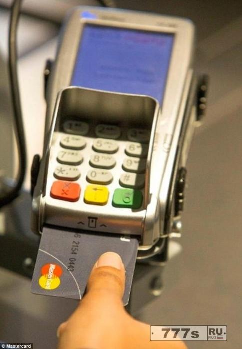 MasterСard выпускает кредитные карточки с биометрическим датчиком отпечатков пальцев.