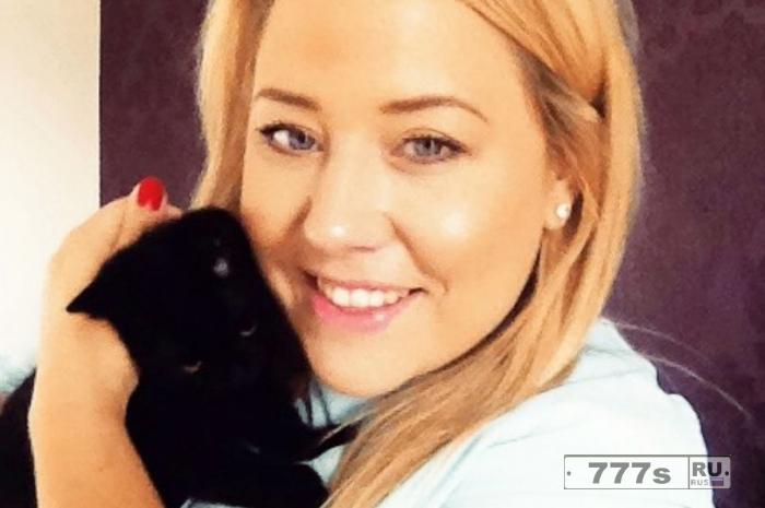 Счастливой кошке Белле пришлось использовать одну из ее девяти жизней, когда она выпала из автомобиля на скорости 110 км/час.