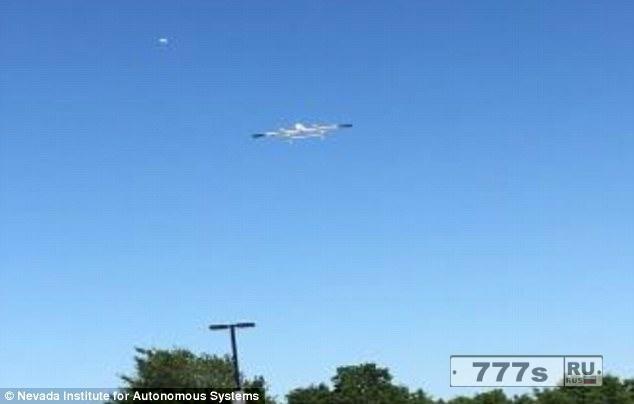 Доставка товаров беспилотными летательными аппаратами США установила рекорд, пролетев с пакетом 97 миль над Техасом.