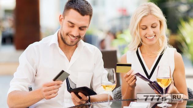 Женщины никогда не должны ожидать, что мужчины оплатят счет на первом свидании.