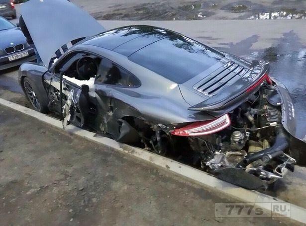 Автомеханик разбил спортивный автомобиль за 170 тысяч фунтов стерлингов, решив на нем покататься.