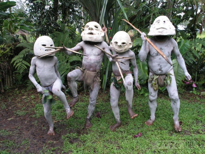 Страшные «грязелюди» из Папуа-Новой Гвинеи, живущие в отдаленных лесах предстали на фотографиях.