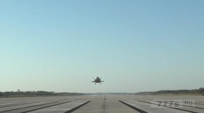 Загадочный «космический самолет» Boeing X-37 американских ВВС возвратился во Флориду после секретной 2-летнего полета в космосе.